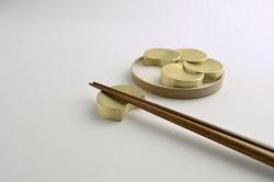 FUTAGAMI(フタガミ)の真鍮の箸置き『五つ月』