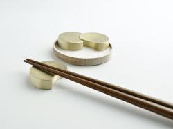 FUTAGAMI(フタガミ)の真鍮の箸置き『四つ月』