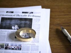 FUTAGAMI(フタガミ)の真鍮の栓抜き『三日月』