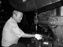金属加工職人の富田勝一